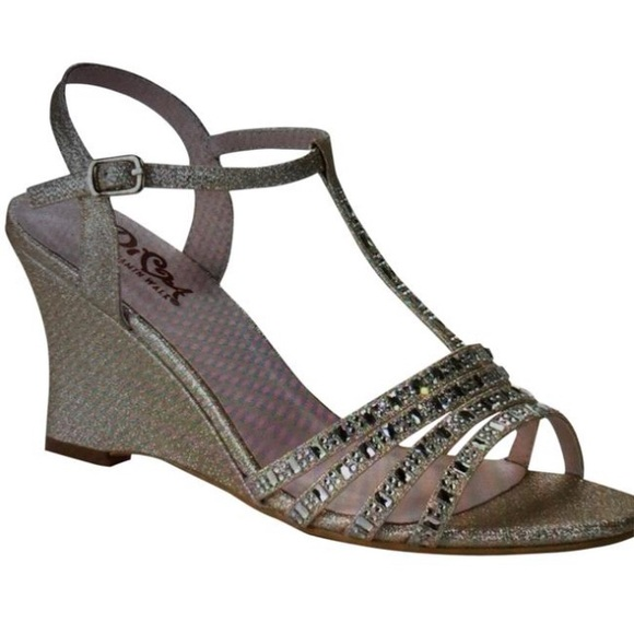 timeless design bff20 adfe3 Diva 106 Champagne Shimmer wedge evening shoe. NWT